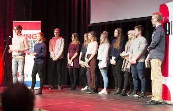 Storjuryen: Her er storjuryen samlet på scenen før vinneren kåres. Foto: Vibeke Røgler/Foreningen !les.
