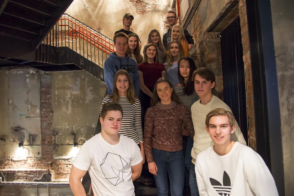 Storjuryen: Her er elevene i storjuryen samlet på Sentralen i Oslo for å avgjøre hvem som vinner Ungdommens kritikerpris 2017. Foto: Vibeke Røgler/Foreningen !les.